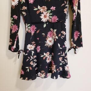 Design Lab Lord & Taylor Dresses - Design lab lord&Taylor black floral sleeve dress